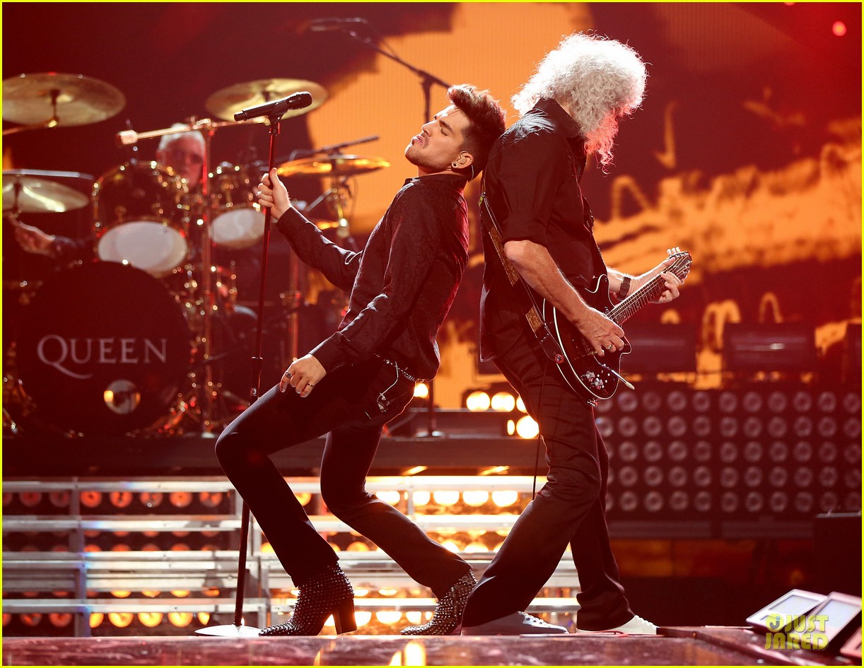 adam lambert iheartradio music festival with queen 03