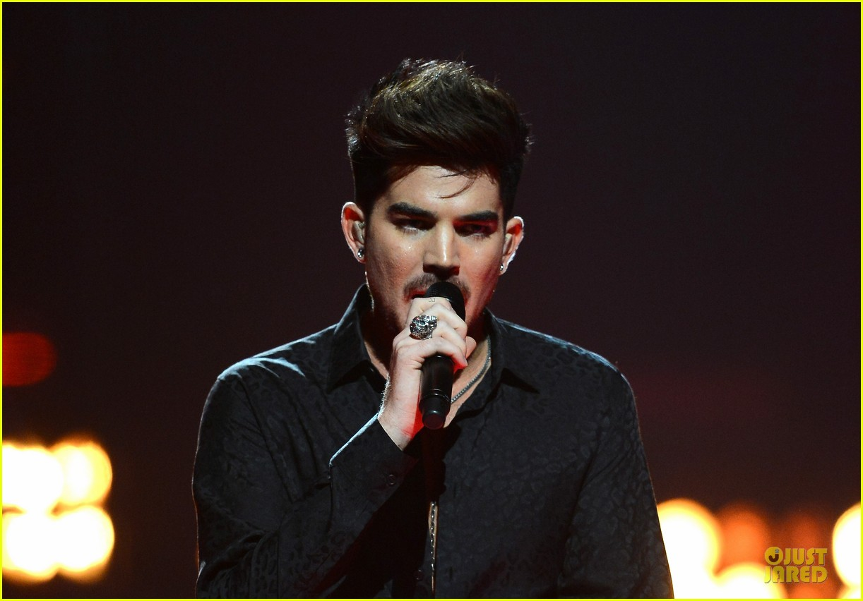 adam lambert iheartradio music festival with queen 16