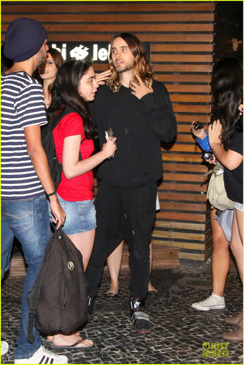 jared leto stops for fan photo op at sushi leblon restaurant 122951605