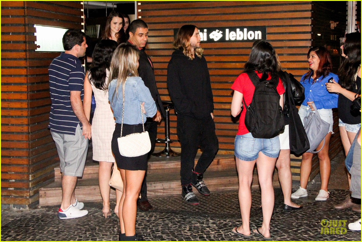 jared leto stops for fan photo op at sushi leblon restaurant 192951612