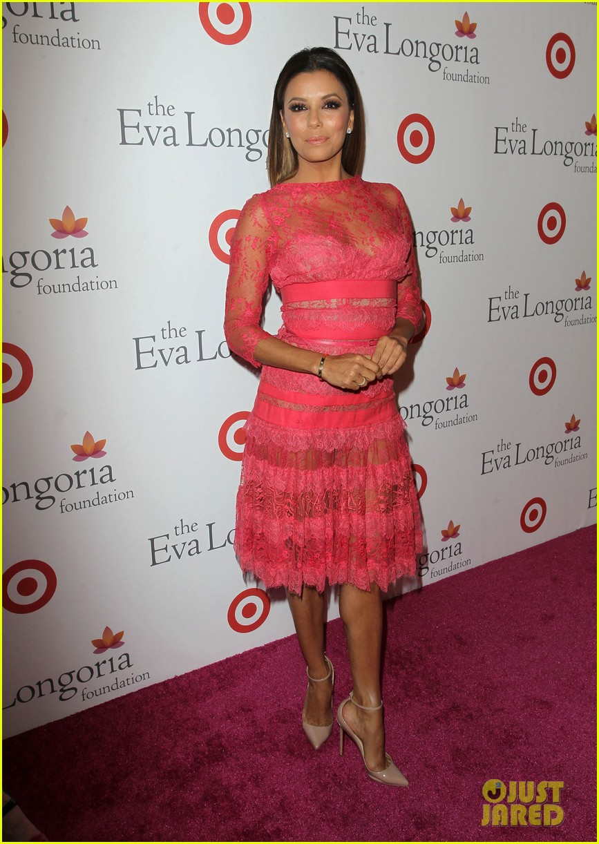 eva longoria attends her foundations dinner with friends 11