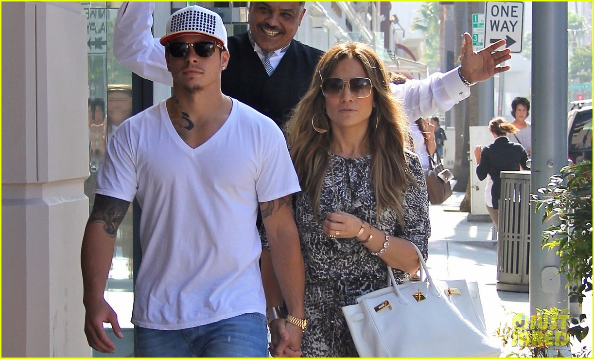 jennifer lopez casper smart hold hands for shopping trip 03