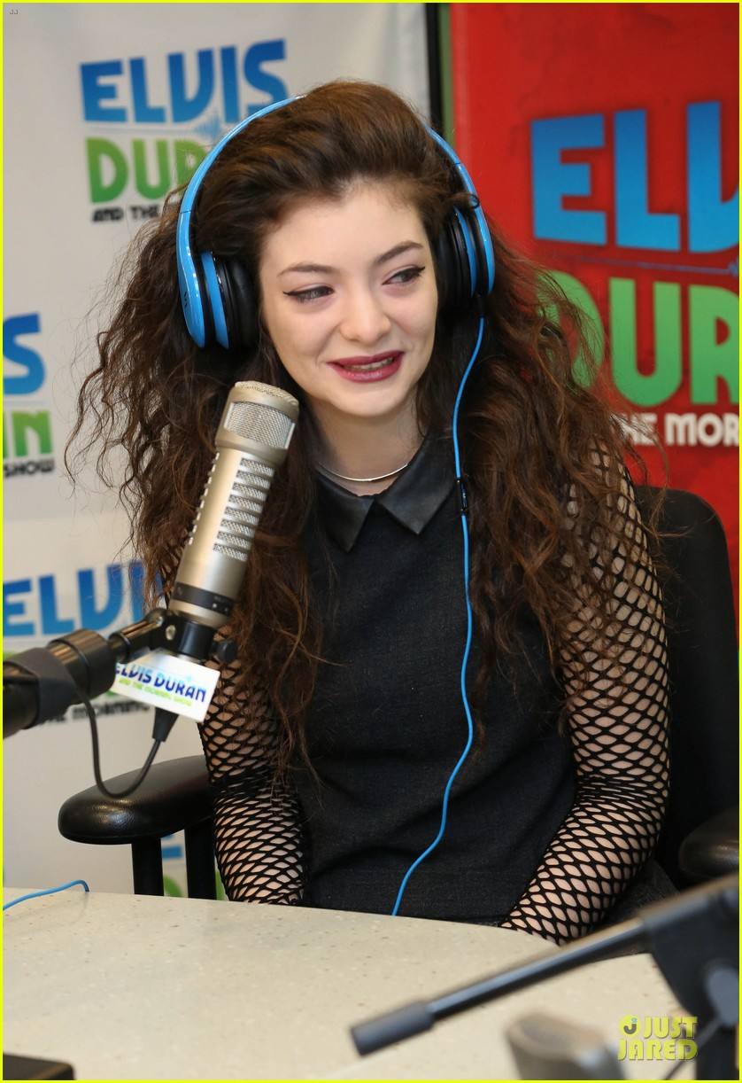 lorde fishnet top at the elvis duran z100 show 06