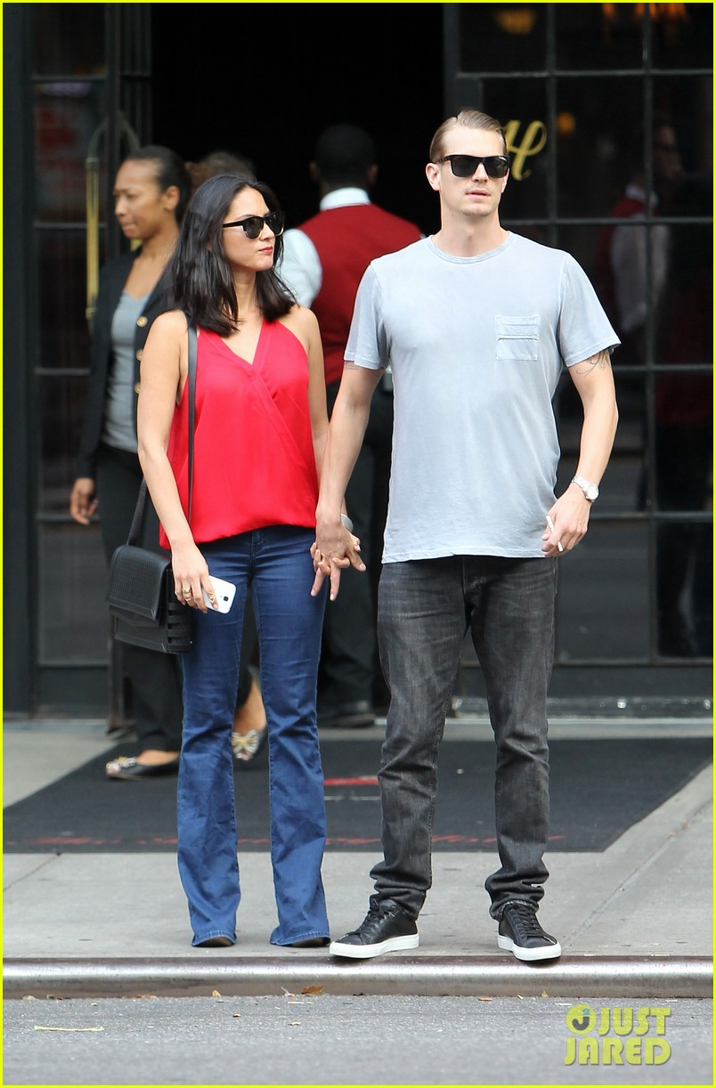 olivia munn joel kinnaman step out after killing canellation 01