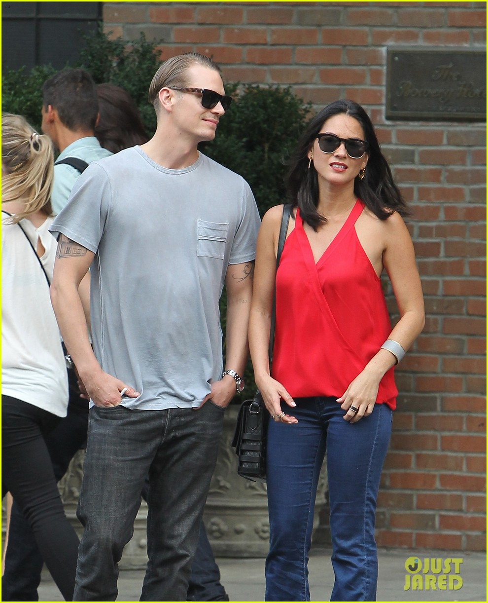 olivia munn joel kinnaman step out after killing canellation 042950366