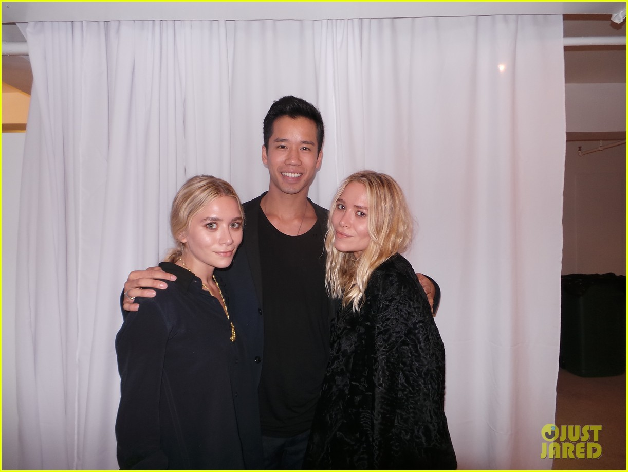 mary kate ashley olsen elizabeth james fashion show 032950876