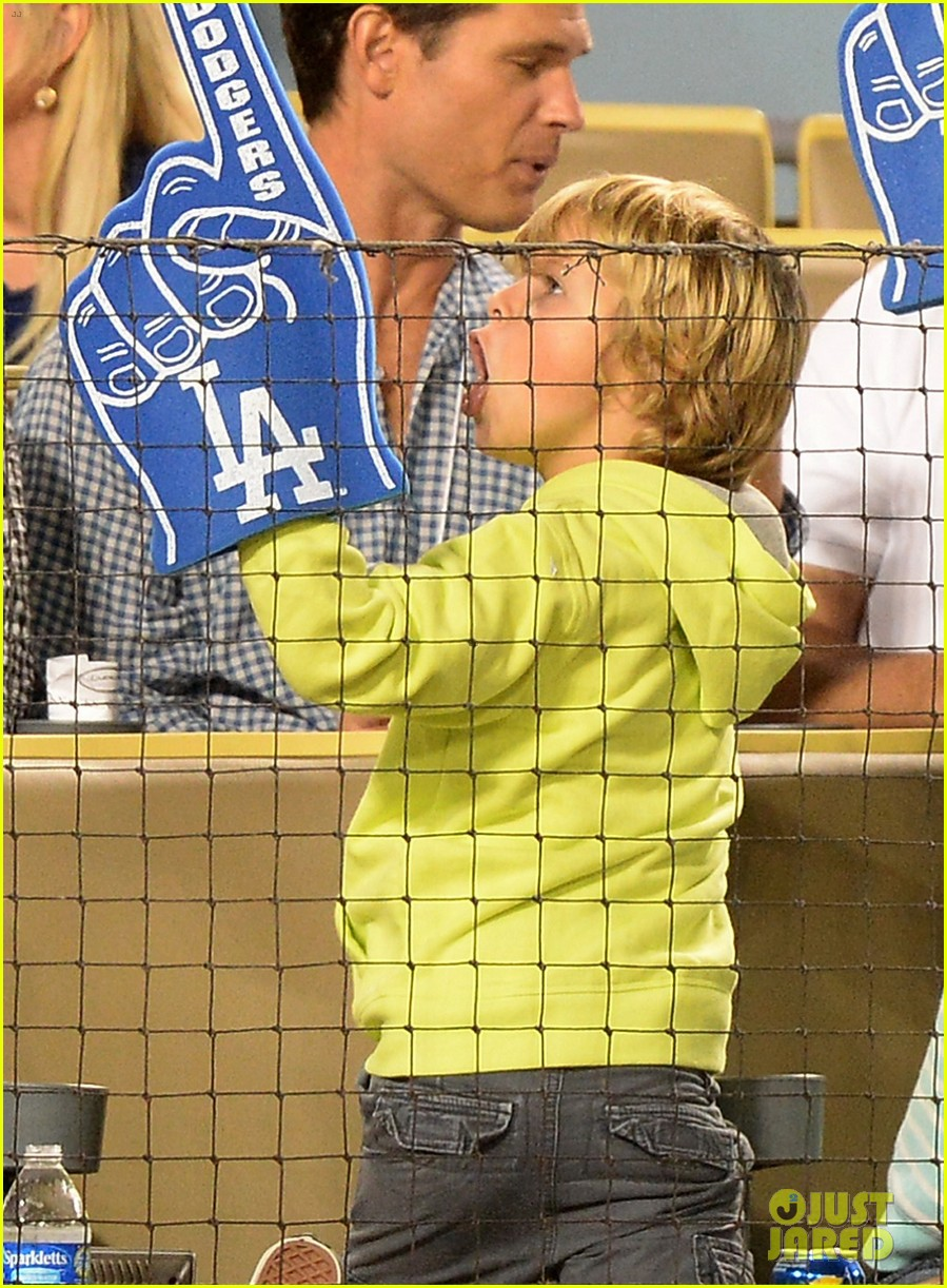 gwyneth paltrow dodgers game with apple moses 012950968