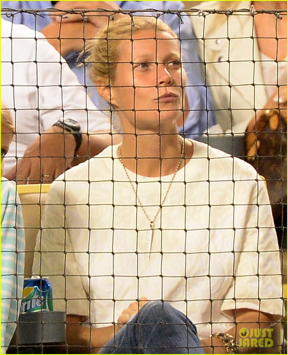 gwyneth paltrow dodgers game with apple moses 022950969