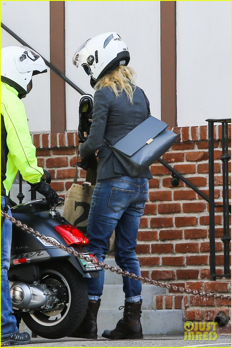 gwyneth paltrow rides her vespa to the gym 152949494