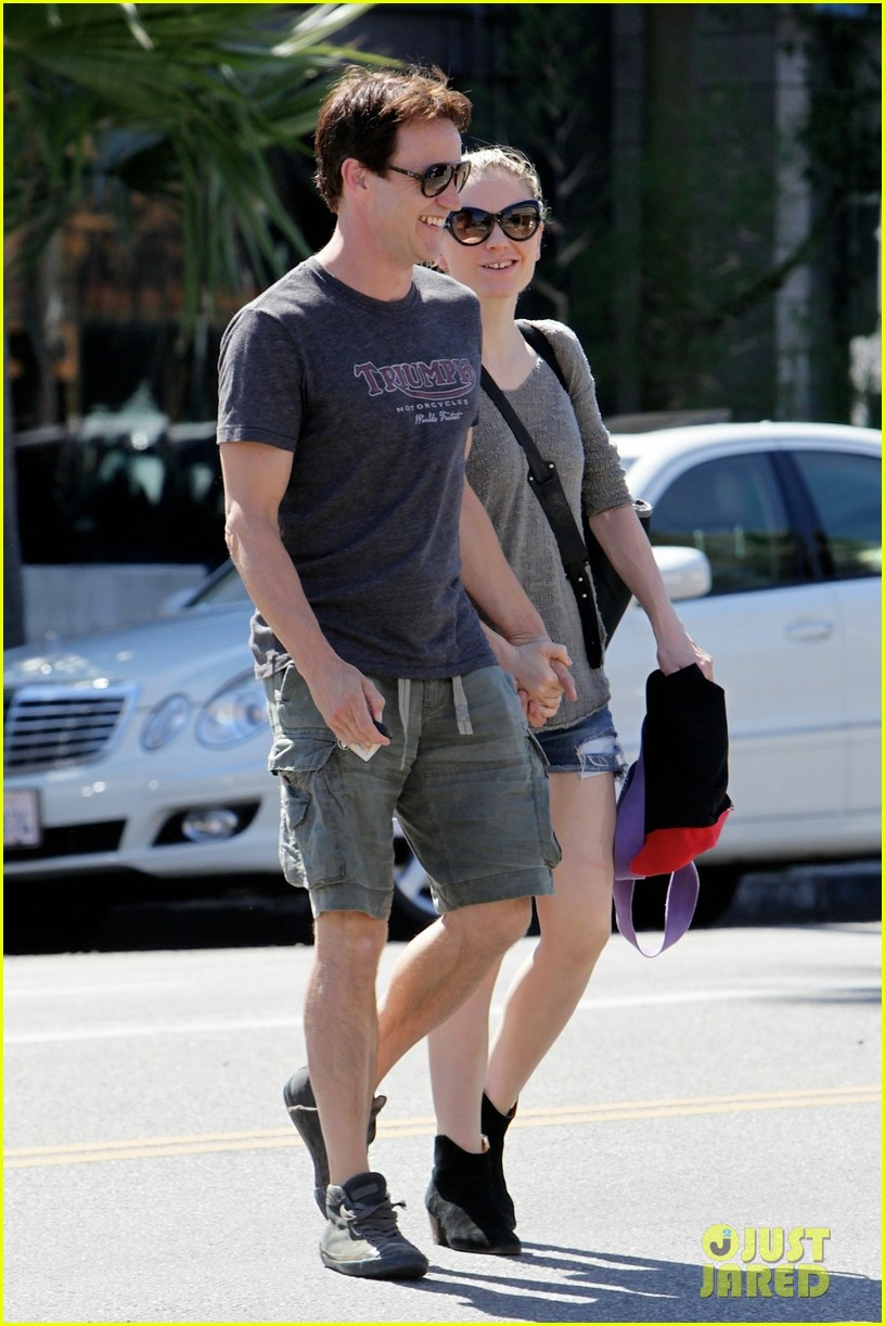 anna paquin stephen moyer loved up in santa monica 05
