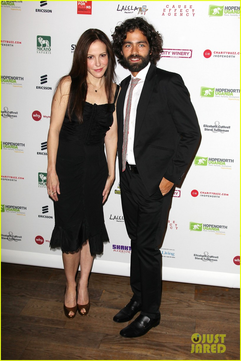 Hunter Parrish Dating Minimalist mary-louise parker & hunter parrish reunite for hope north!: photo
