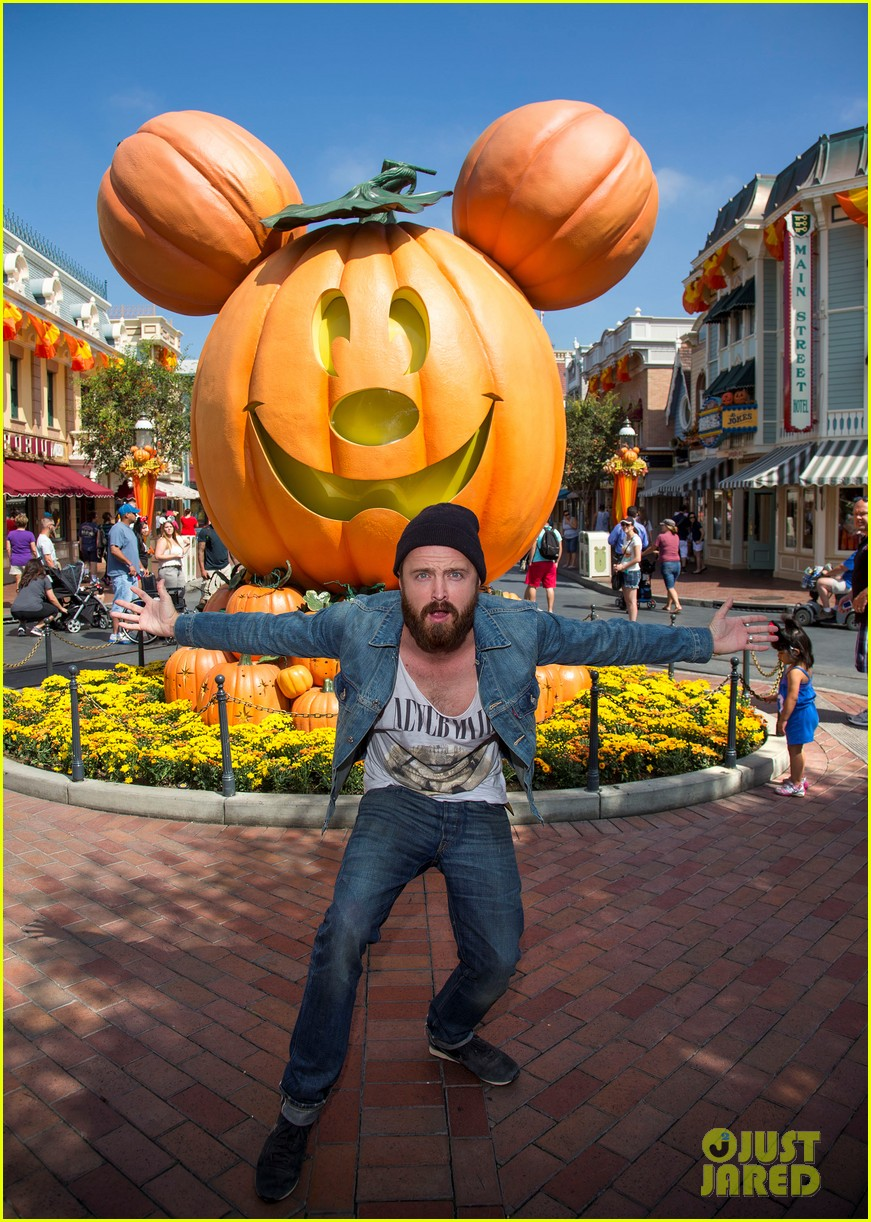 aaron paul visits disneyland breaking bad episode record 032955365