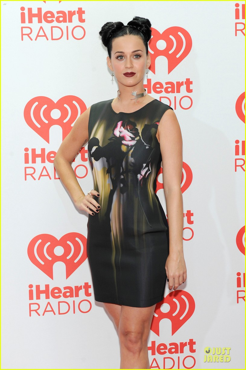 katy perry bares midriff at iheartradio music festival 132956555