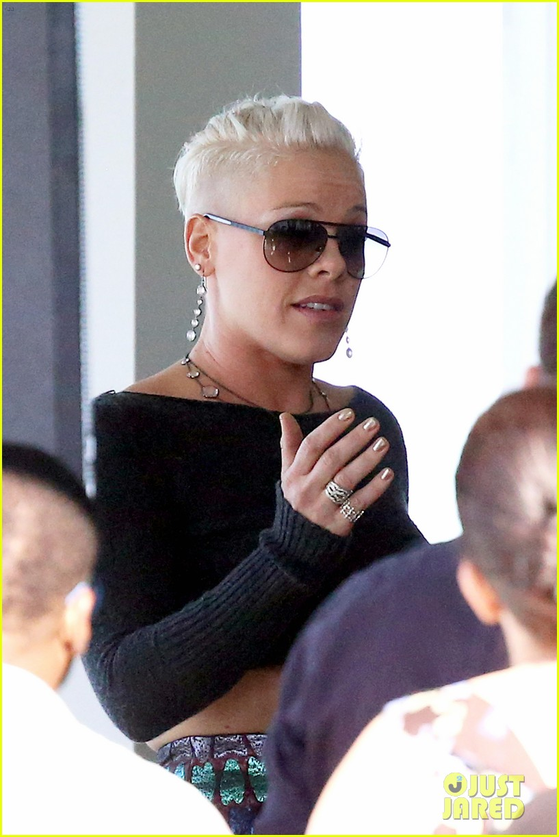 pink carey hart meet with record executives in sydney 08