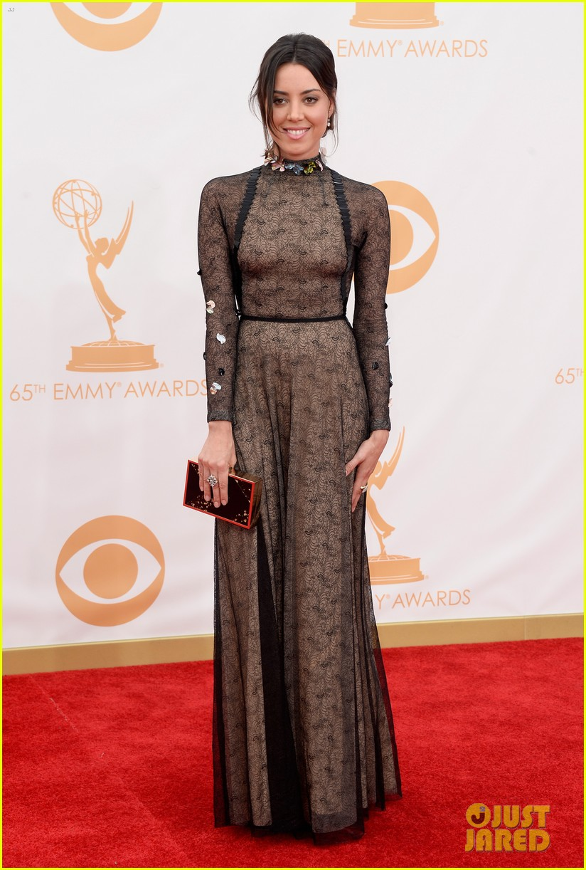 aubrey plaza emmys 2013 red carpet 05