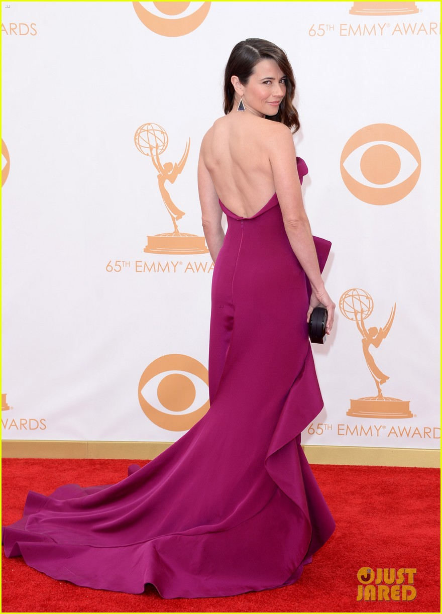 carrie preston linda cardellini emmys 2013 red carpet 032957905