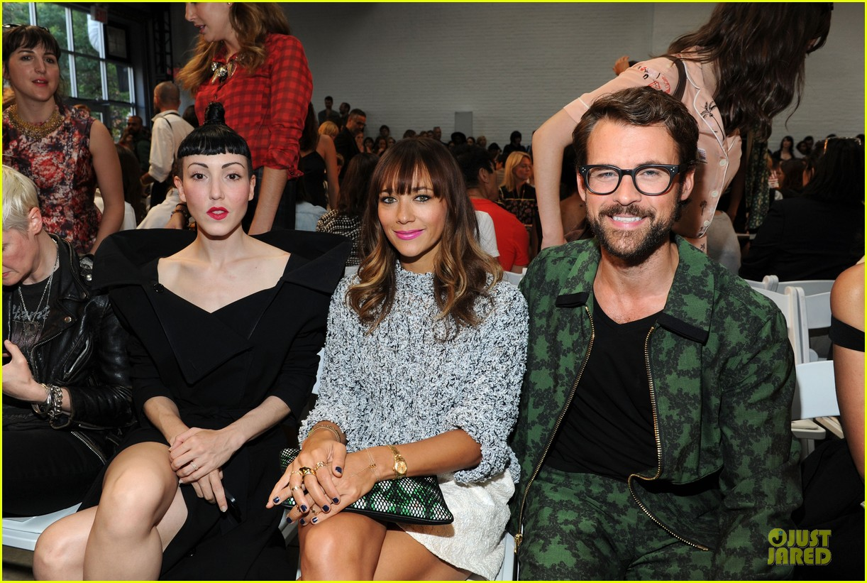 rashida jones christina ricci thakoon fashion show 02
