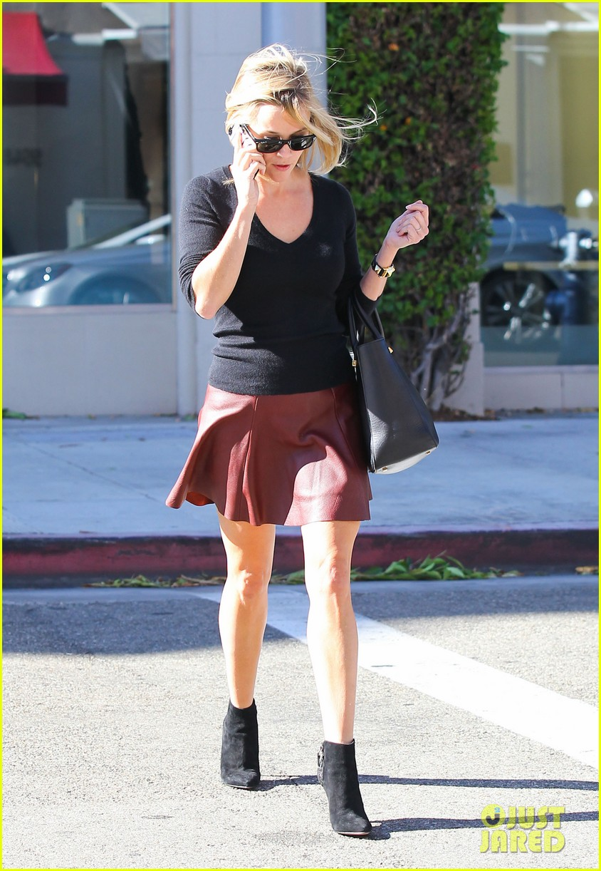 reese witherspoon does outfit change in beverly hills 08