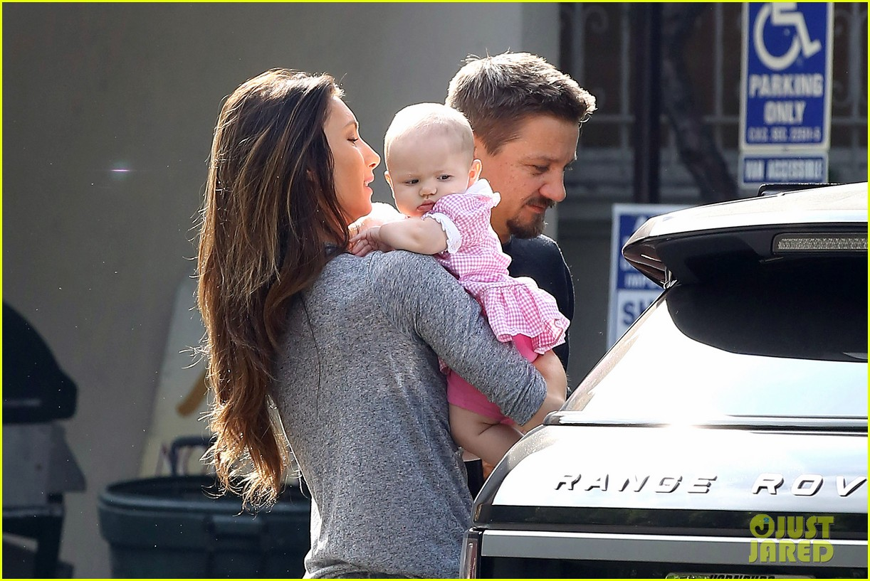 jeremy renner debuts adorable baby ava 07