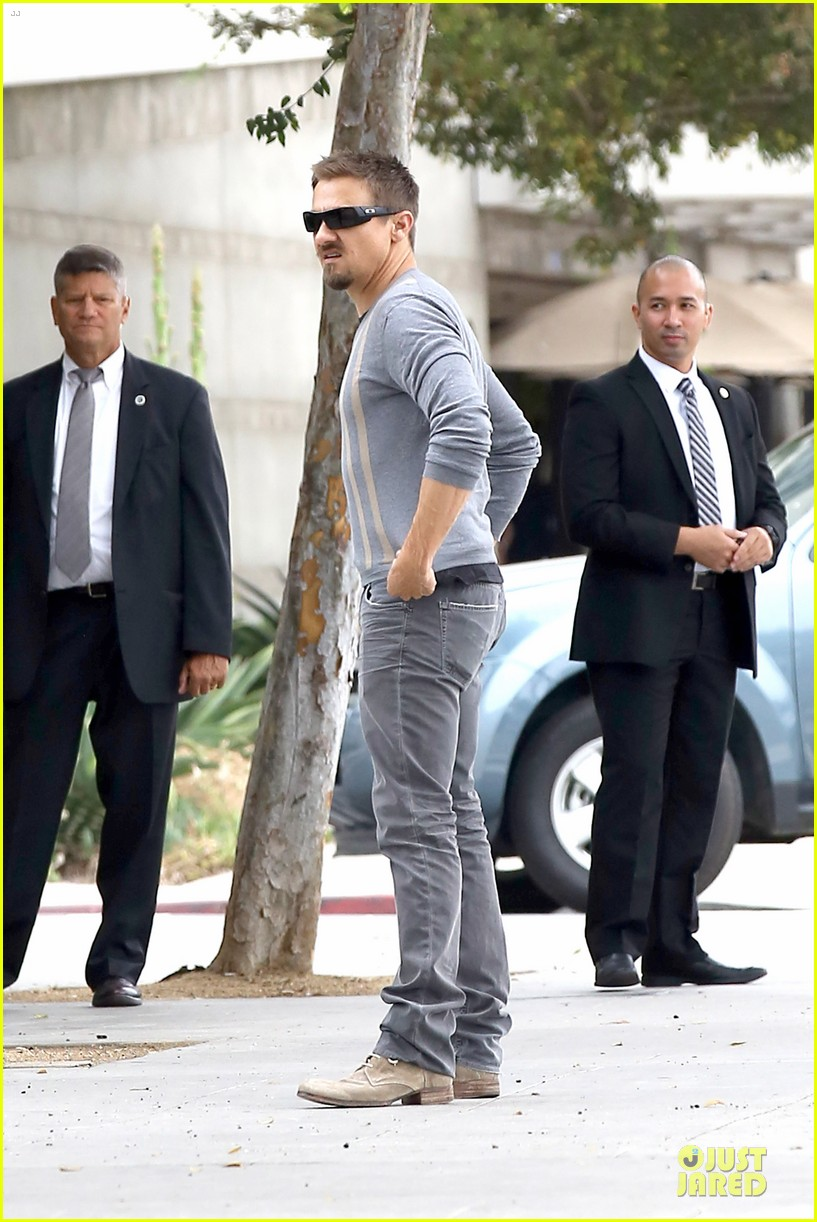 jeremy renner sells holmby home for 24 million 16