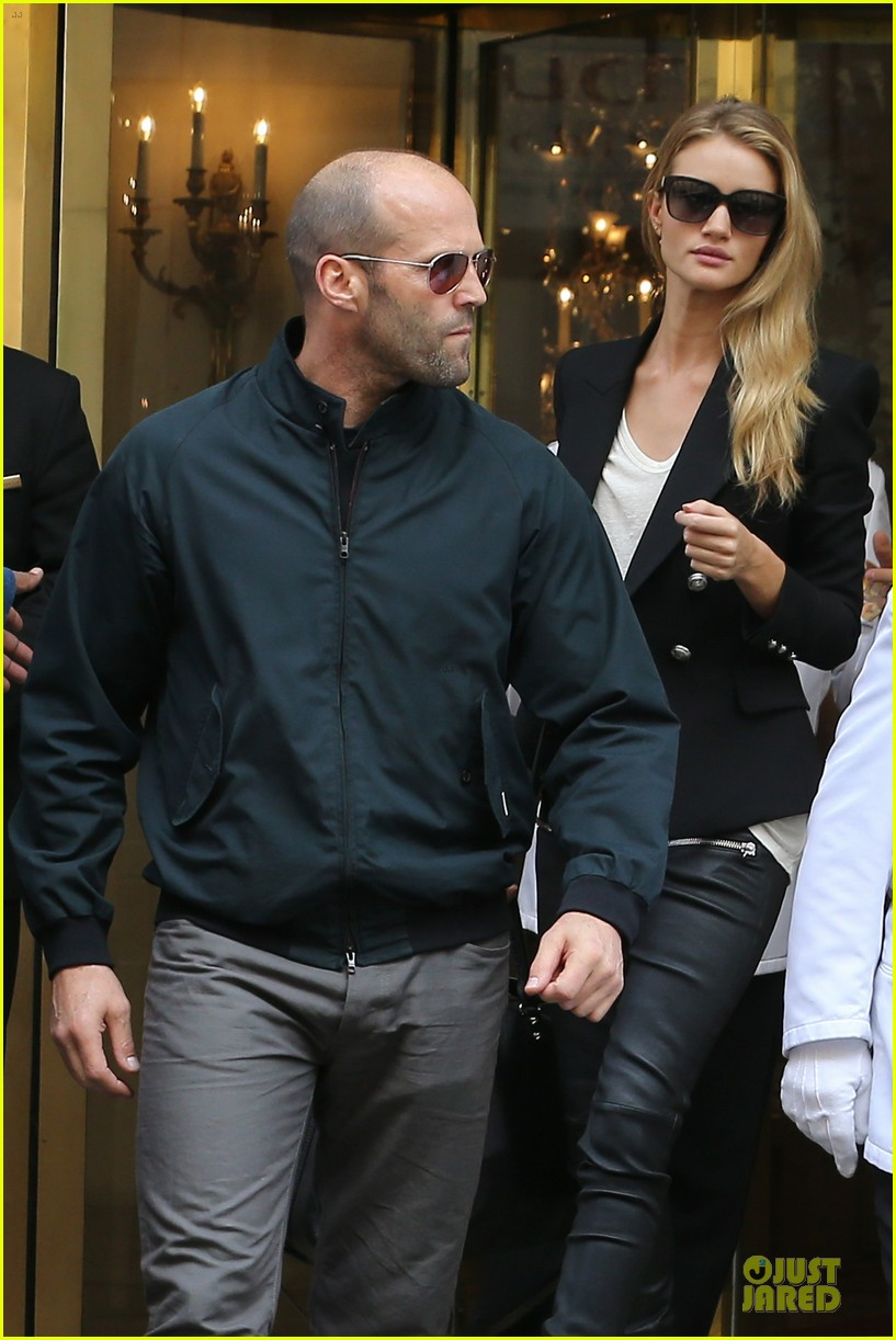 rosie huntington whiteley jason statham hook arms in europe 02