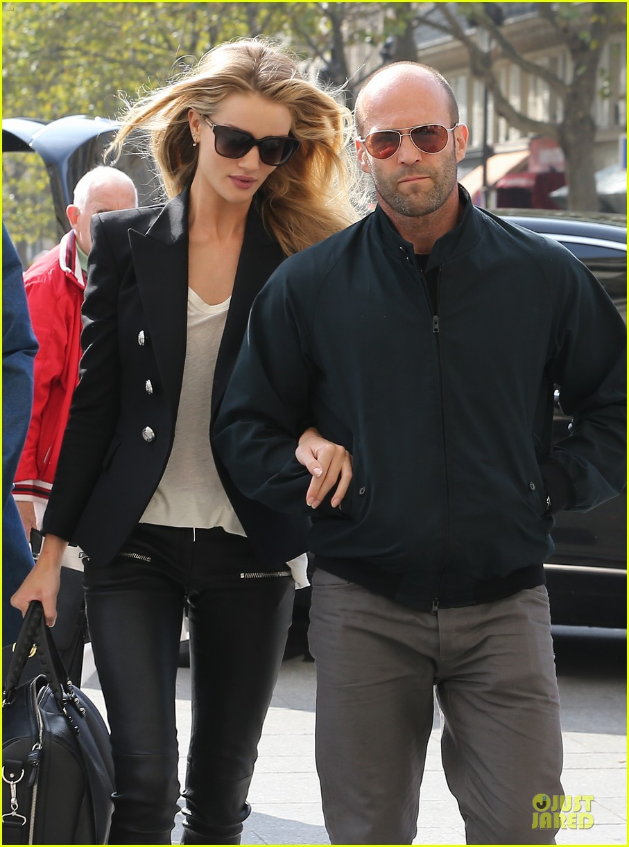 rosie huntington whiteley jason statham hook arms in europe 042961476