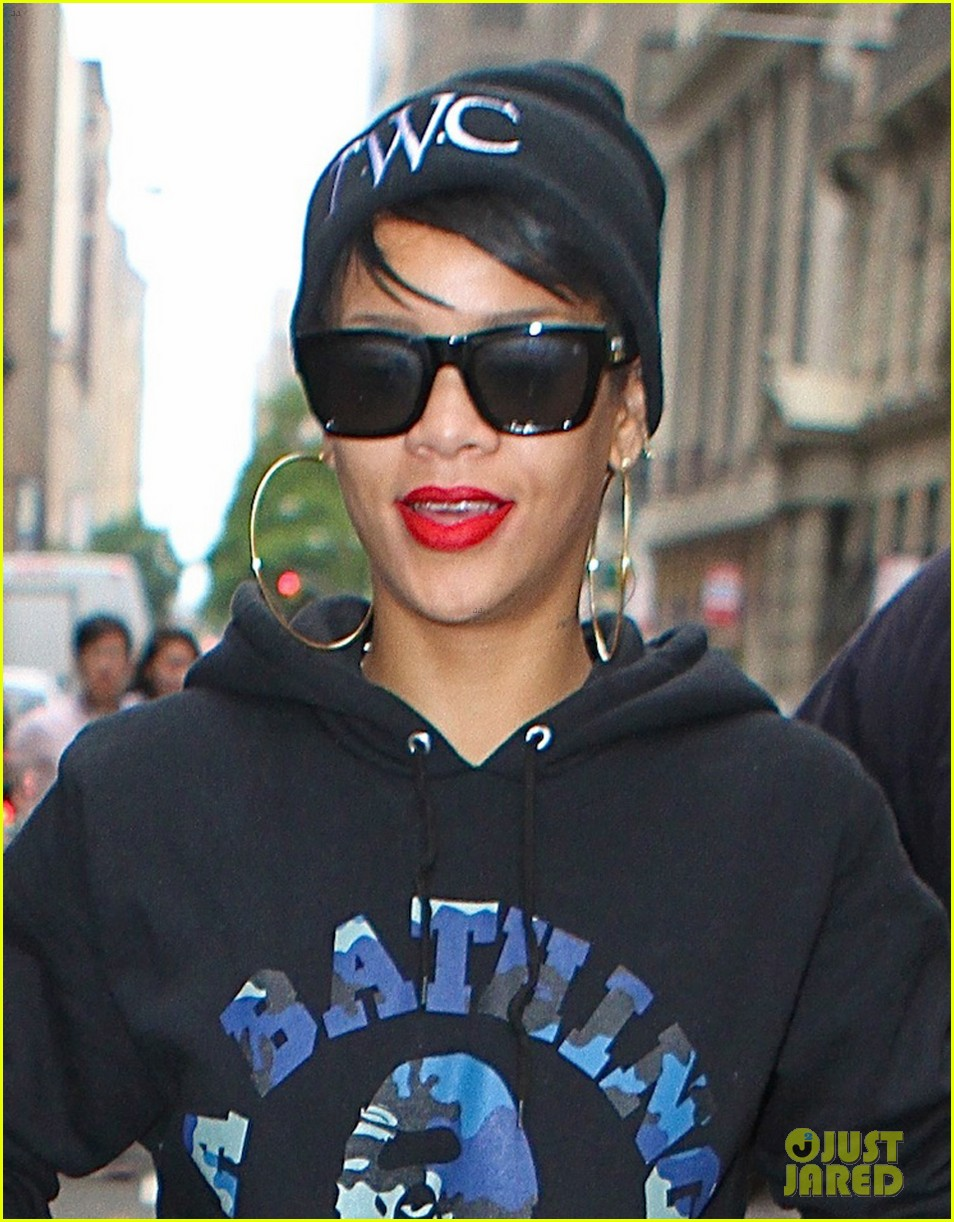 rihanna dines at favorite restaurant before jetting to nyc 02
