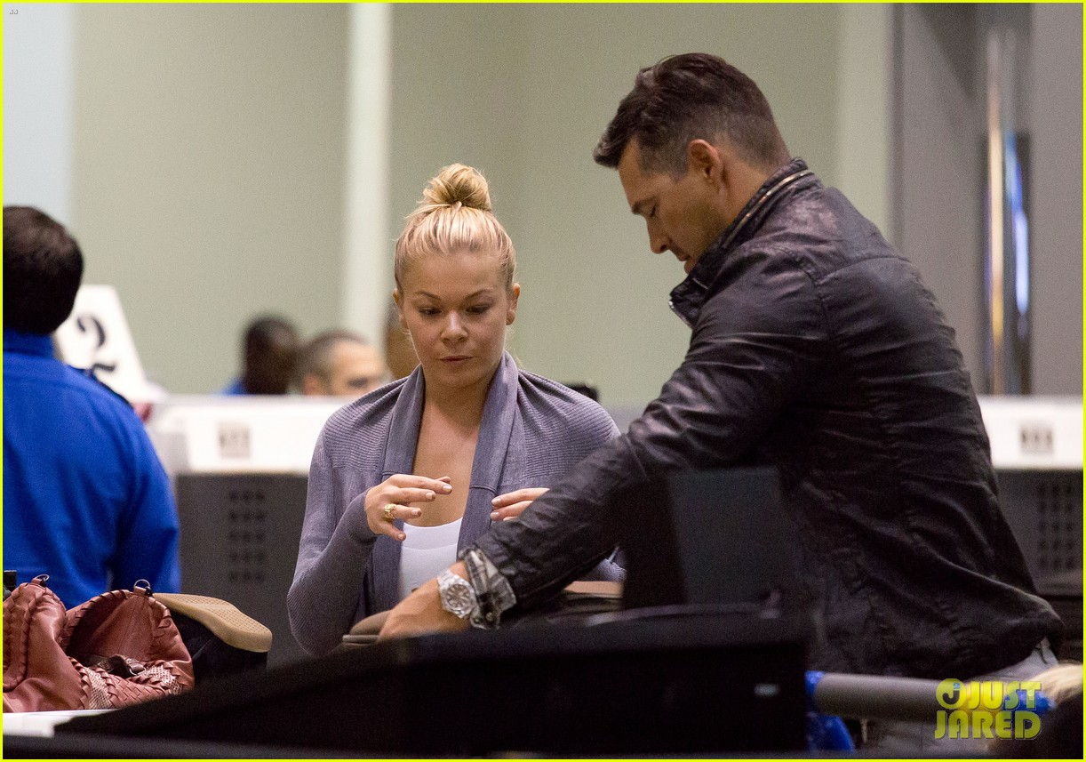 leann rimes eddie cibrian grab dinner before flight to uk 09