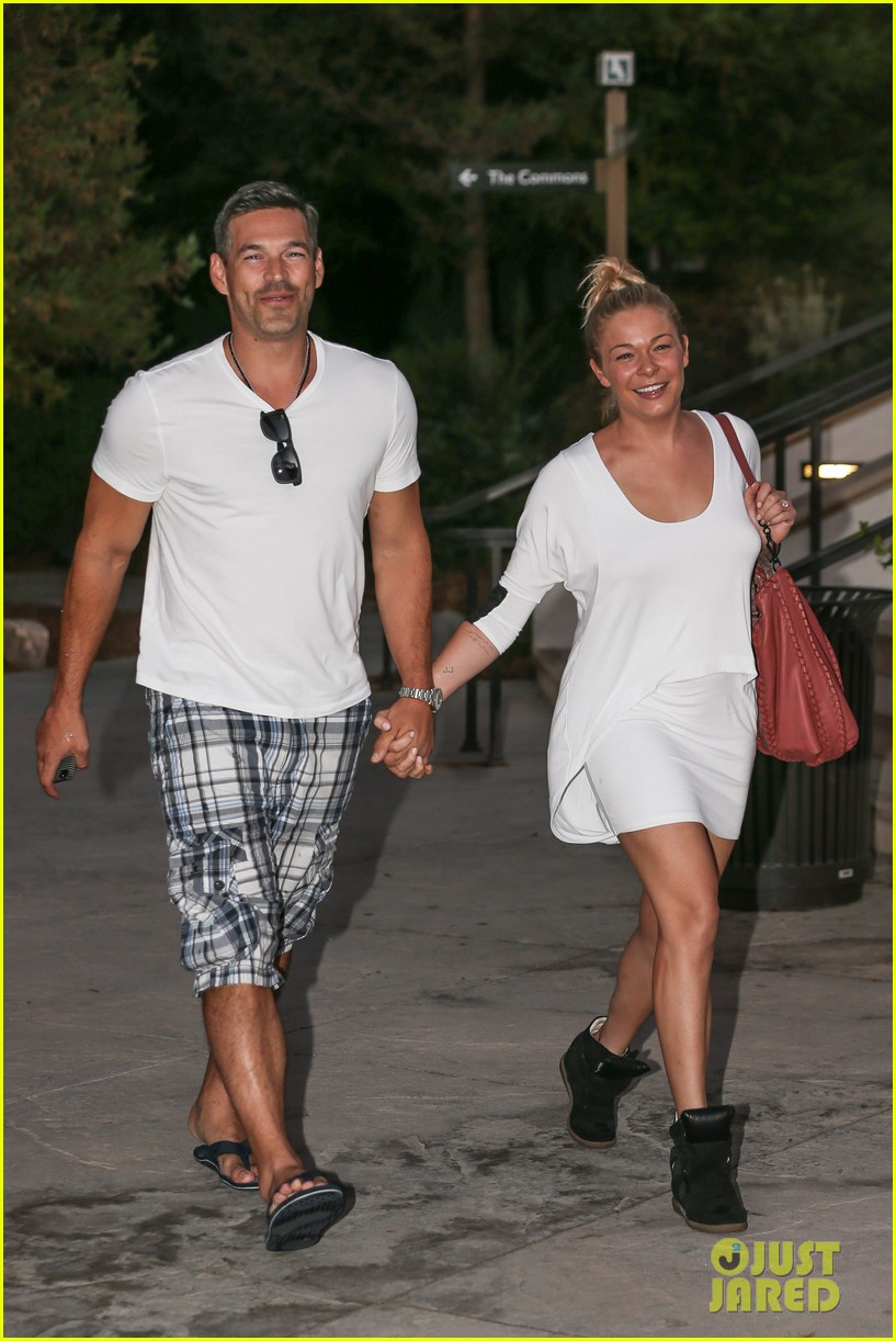 leann rimes eddie cibrian grab dinner before flight to uk 12