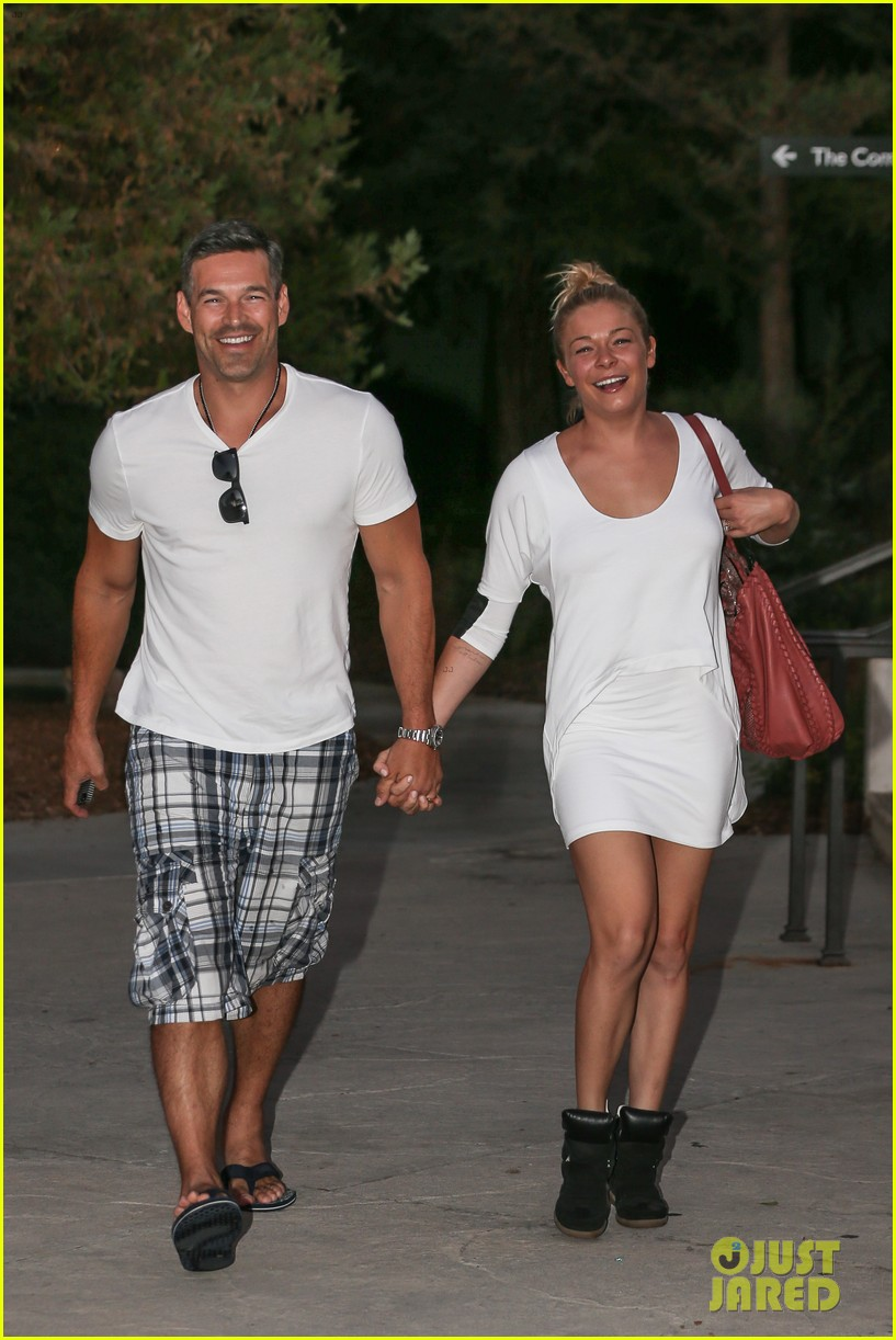 leann rimes eddie cibrian grab dinner before flight to uk 212948093