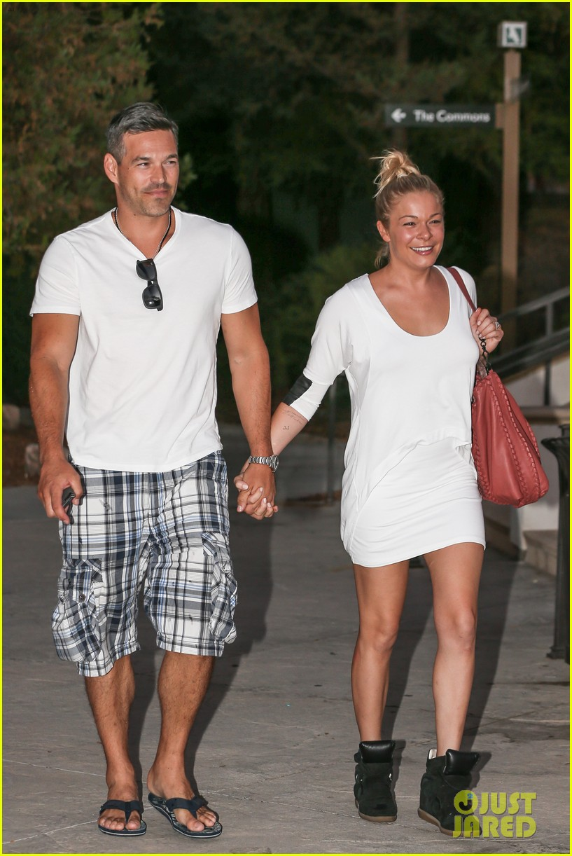 leann rimes eddie cibrian grab dinner before flight to uk 24