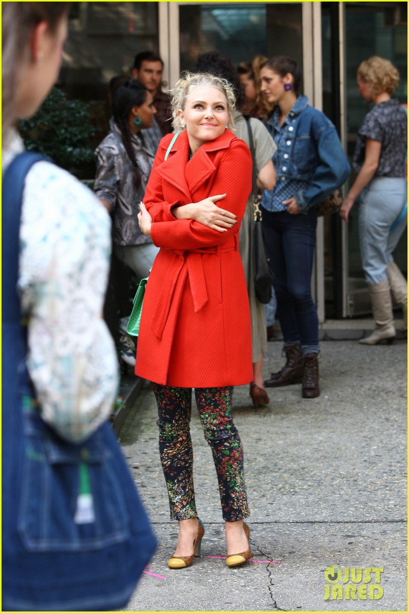 annasophia robb rocks fun outfits for carrie diaries 062951467