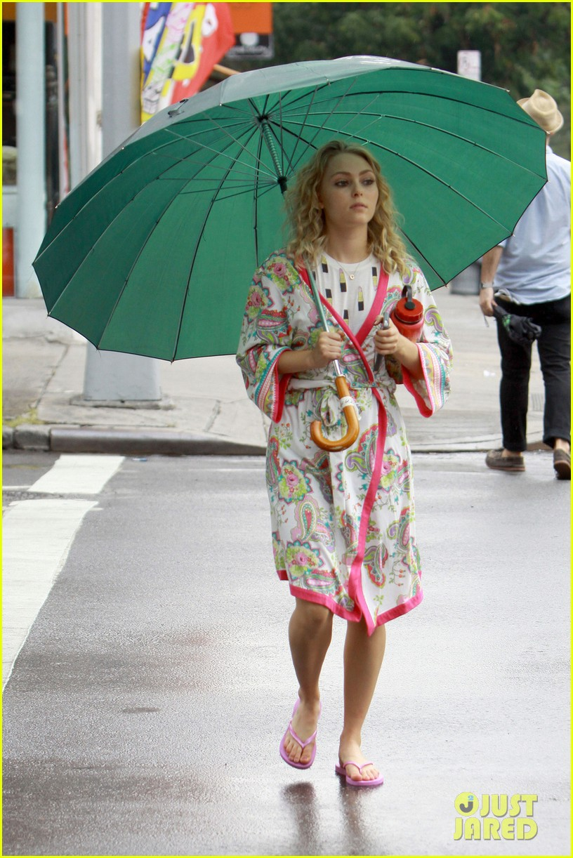 annasophia robb rocks fun outfits for carrie diaries 092951470