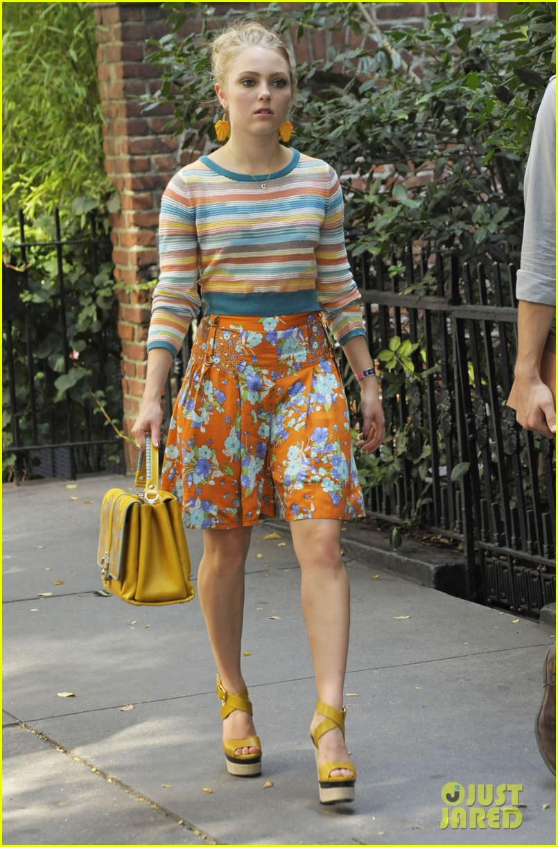 annasophia robb rocks fun outfits for carrie diaries 15