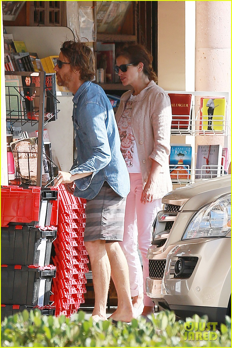 julia roberts nesstand shopper with danny moder 022955188