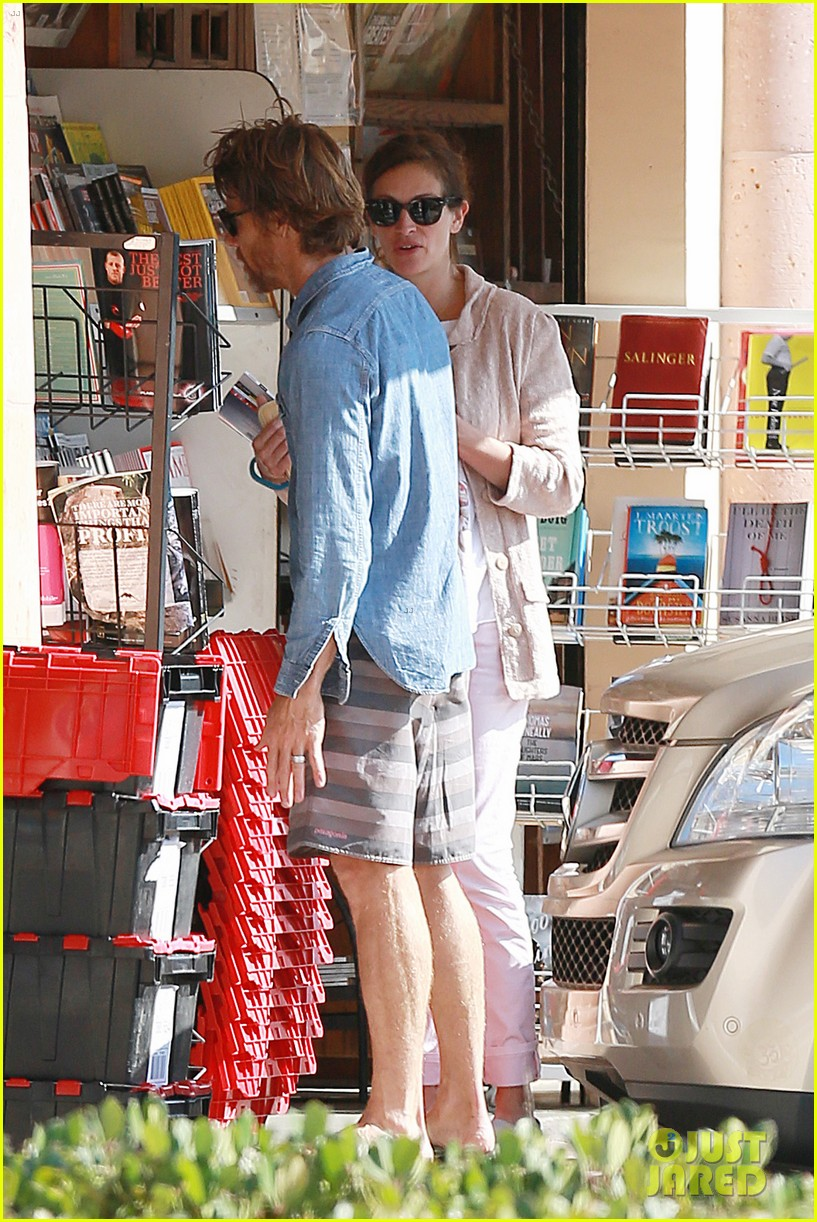 julia roberts nesstand shopper with danny moder 10