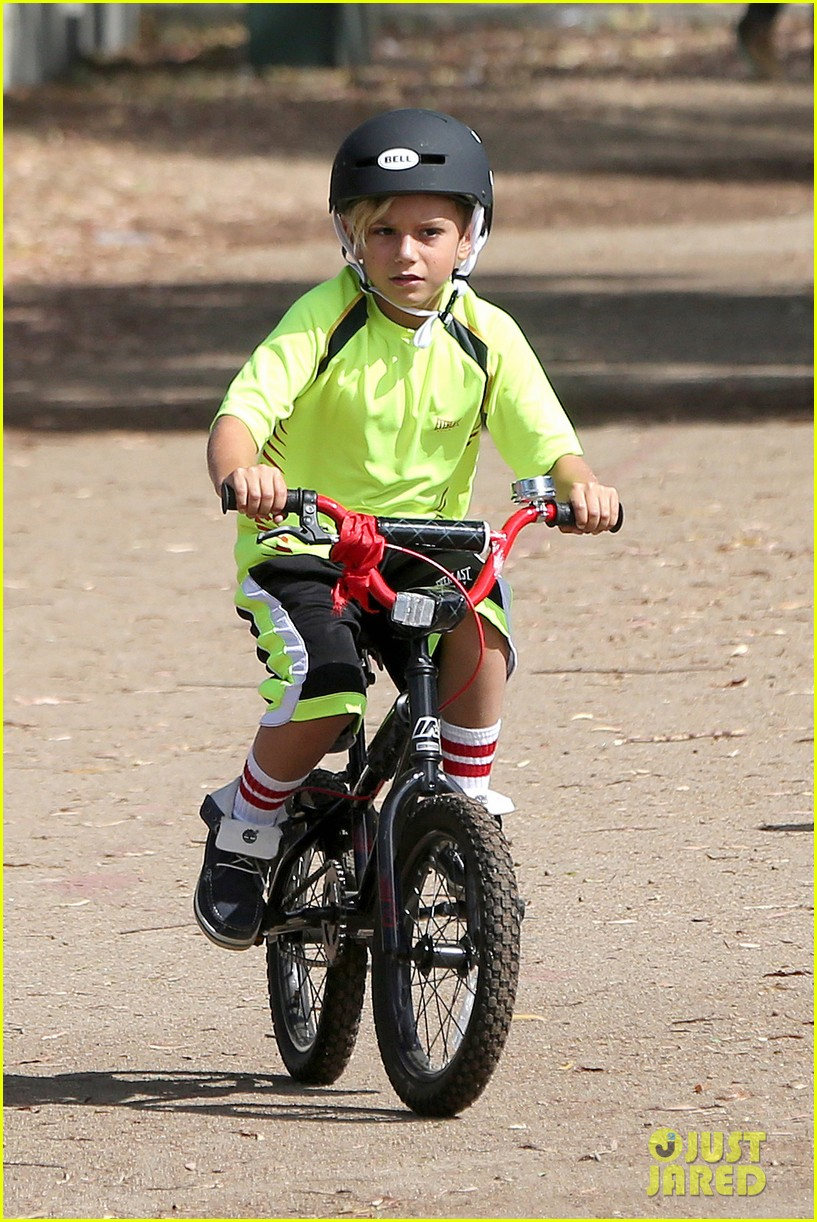 gavin rossdale enjoys beautiful day with kids in cali 02