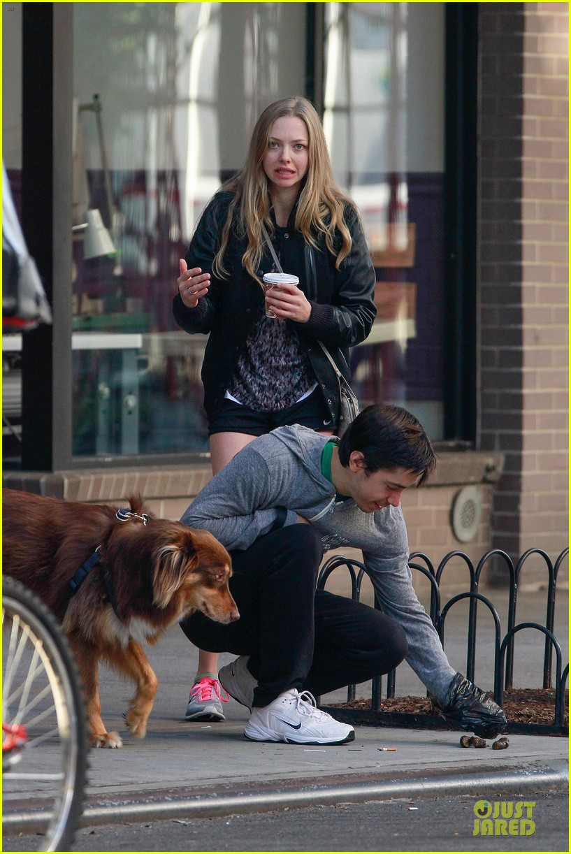 amanda seyfried flashes underwear while were young 052959511
