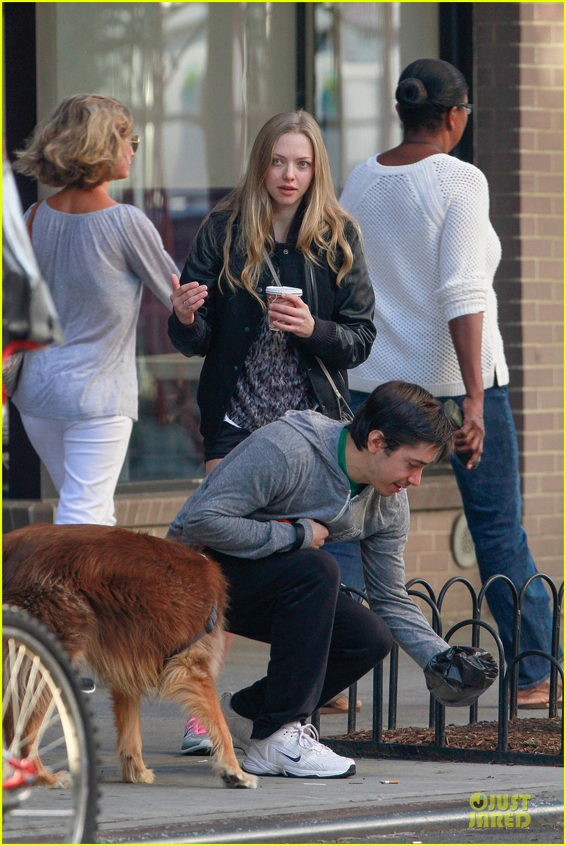 amanda seyfried flashes underwear while were young 122959518