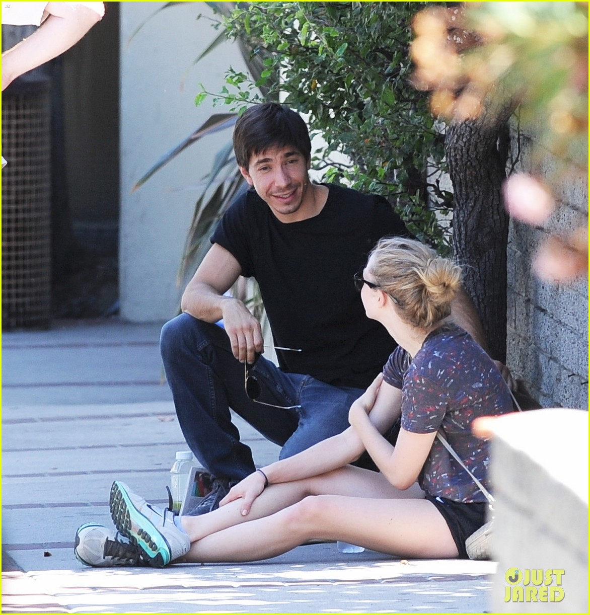 amanda seyfried justin long weekend outing with finn 02