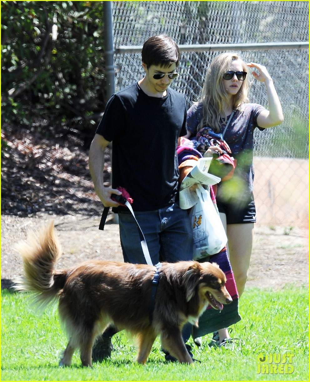 amanda seyfried justin long weekend outing with finn 03