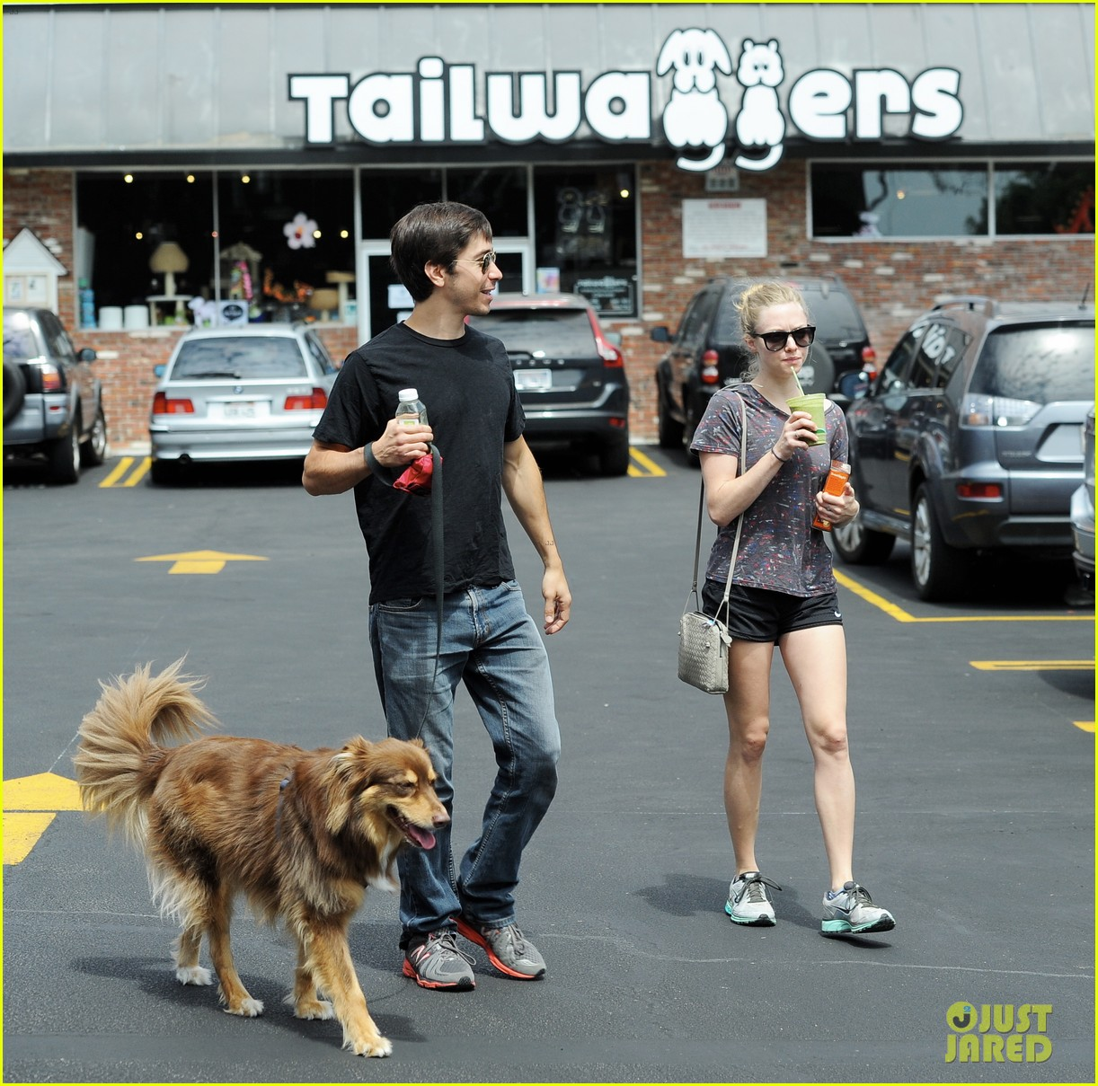 amanda seyfried justin long weekend outing with finn 112941444