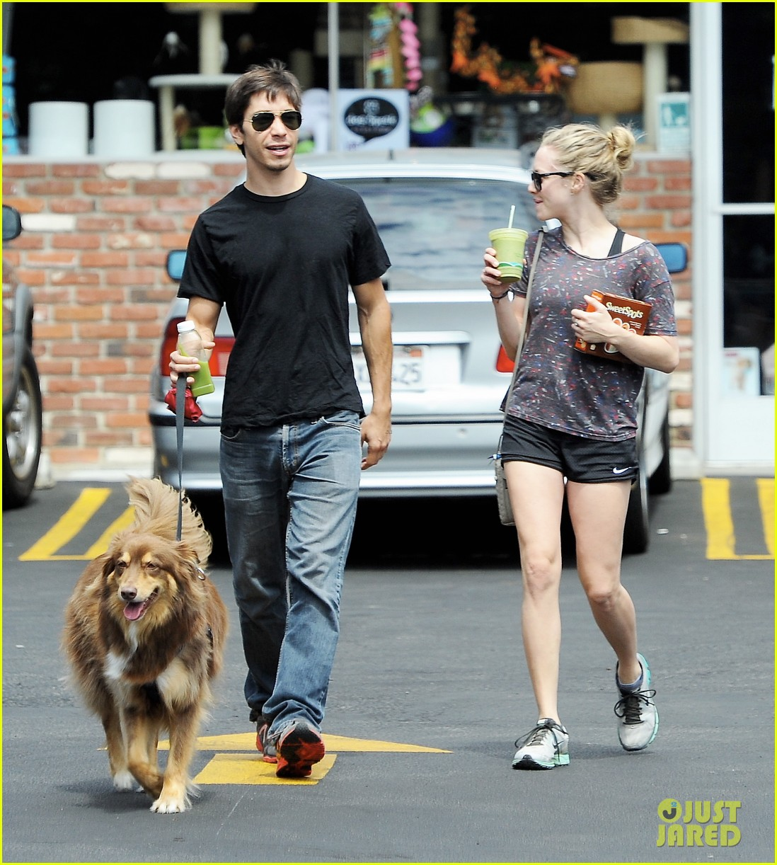 amanda seyfried justin long weekend outing with finn 152941448