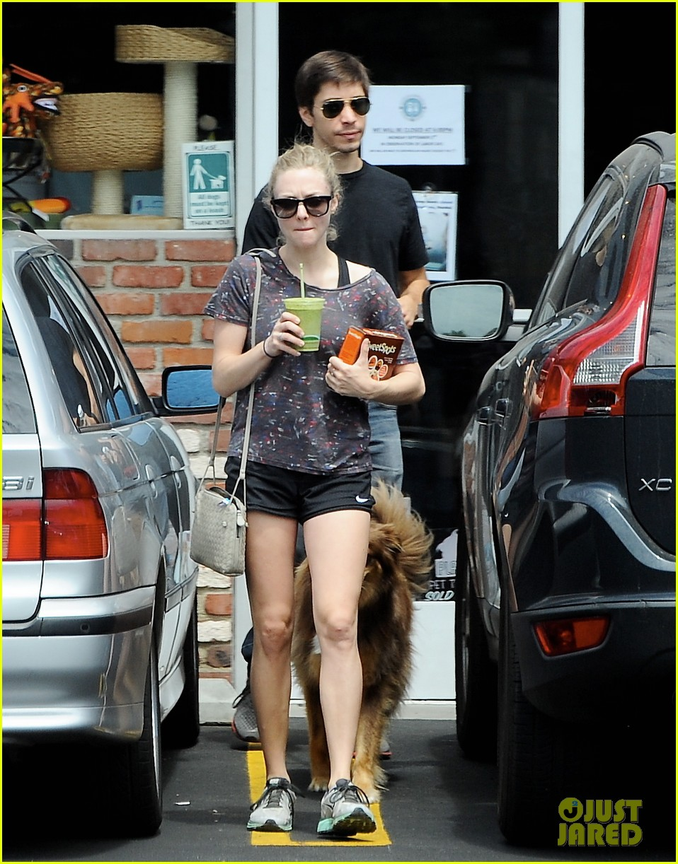 amanda seyfried justin long weekend outing with finn 182941451