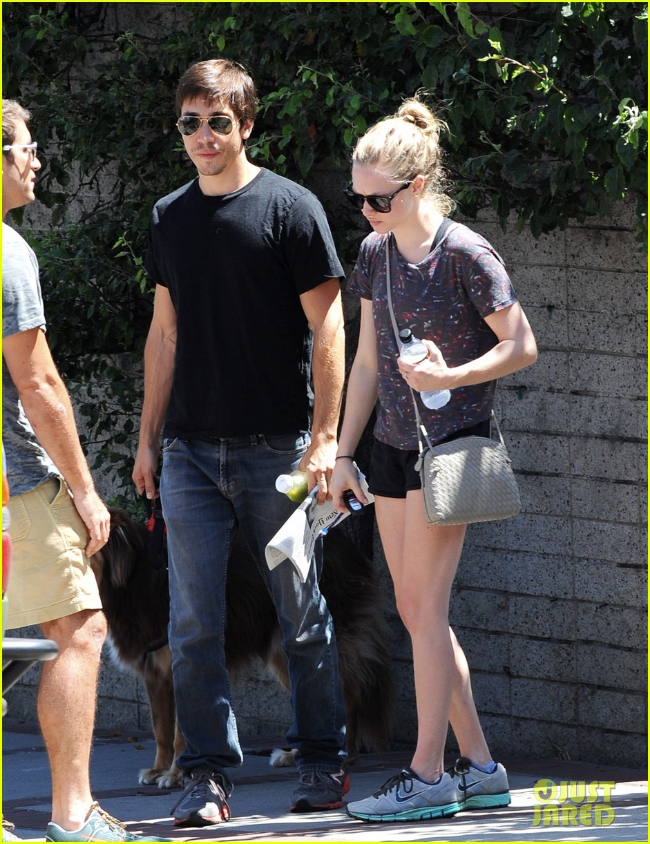 amanda seyfried justin long weekend outing with finn 232941456