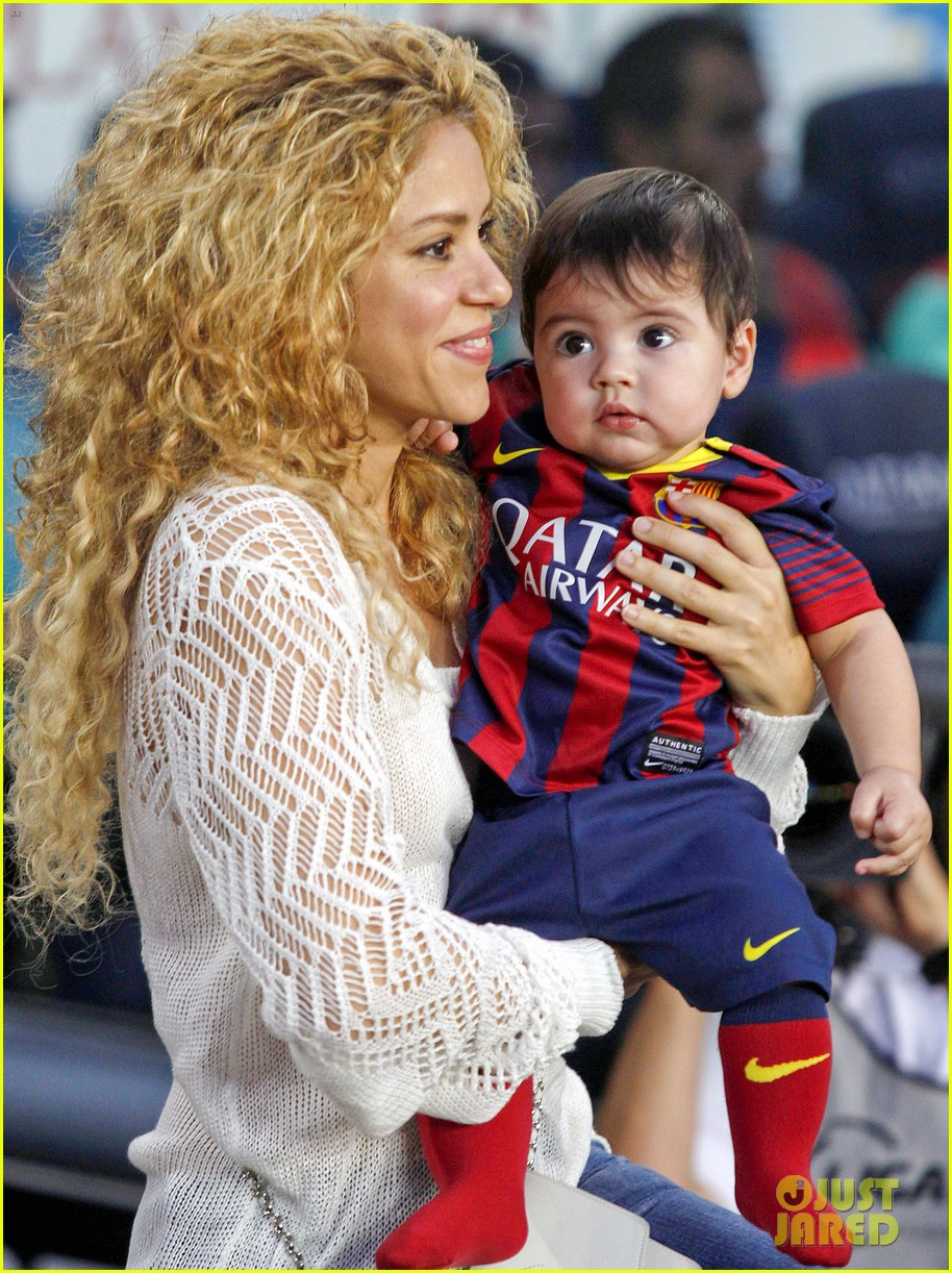 shakira baby milan cheer on gerard pique 06