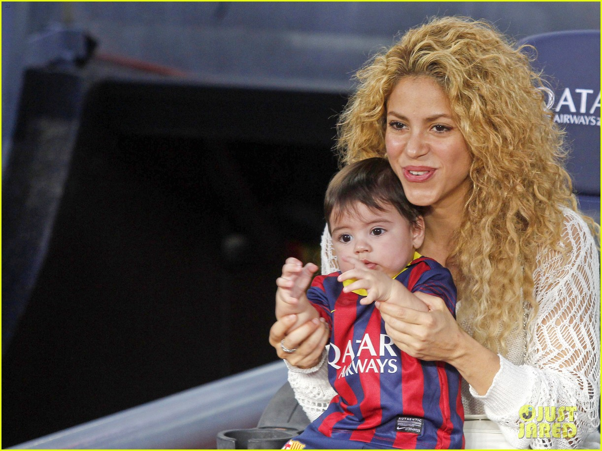 shakira baby milan cheer on gerard pique 07
