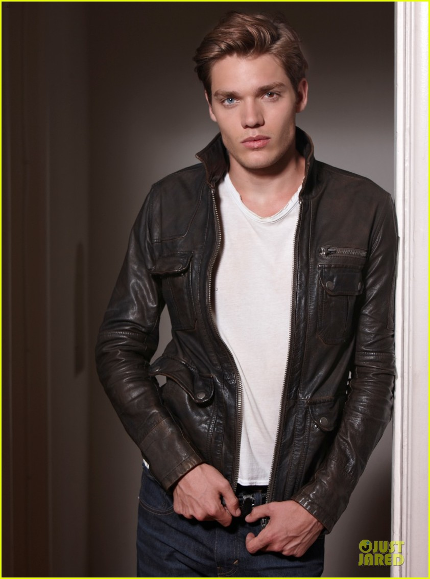 introducing vampire academy dominic sherwood exclusive 01.2956311