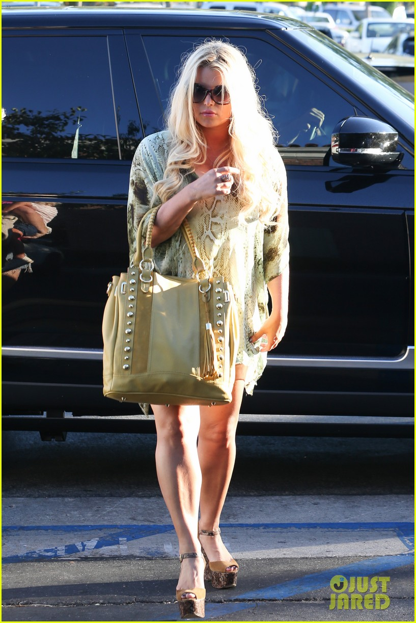 jessica simpson kings fish house dinner with family 02