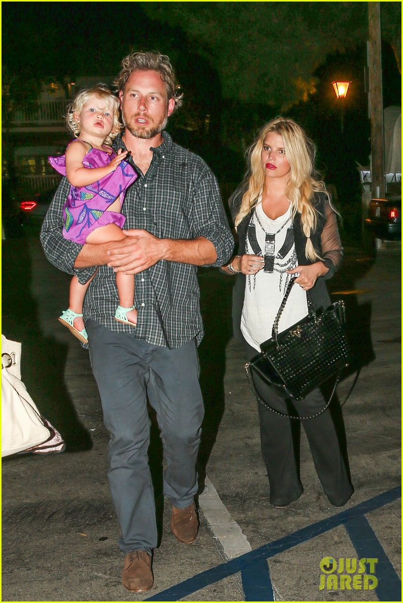 jessica simpson enjoys labor day weekend with family 01